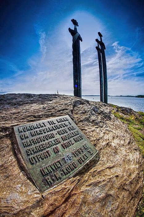 Памятник «Мечи в камене» (Норвегия)