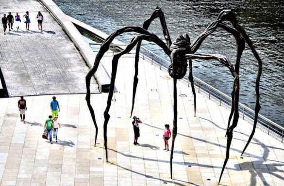 «Маман»: гигантская скульптура паука в Оттаве (Канада)