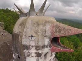 Эксцентричная «Куриная церковь» в Индонезии