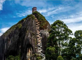 Эль-Пеньон-де-Гуатапе: скала с системой лестниц (Колумбия)