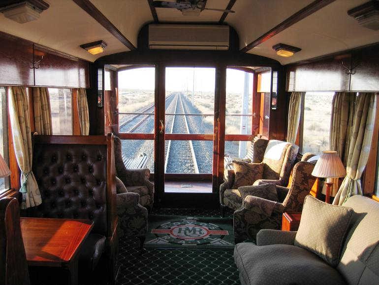 Интерьер вагонов в поезде