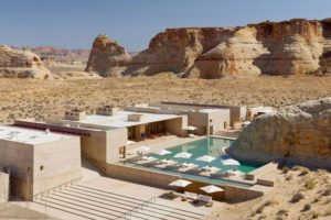 Живописный курорт в пустыне штата Юта (США)