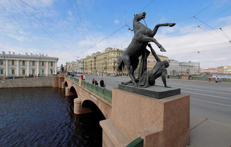 Аничков мост – мост четырёх коней