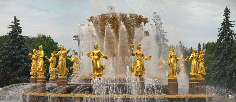 Достопримечательности Москвы. Фонтан «Дружба народов» на ВДНХ