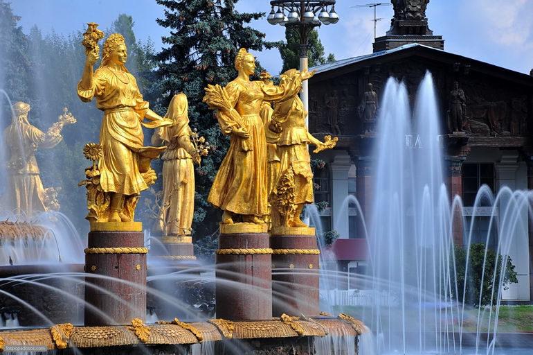 Достопримечательности Москвы. Фонтан Дружба народов на ВДНХ