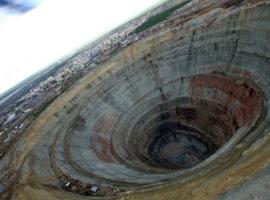 Кимберлитовая трубка «Мир» – одно из крупнейших месторождений алмазов
