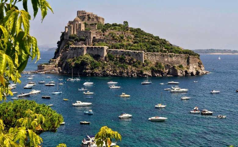 Фото Арагонский замок Искья в Италии