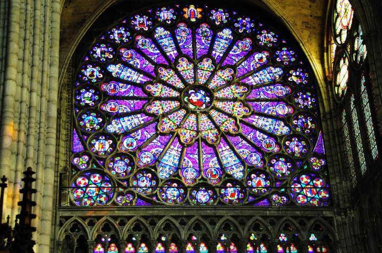 Окна Базилика Сен-Дени Париж Франция фото