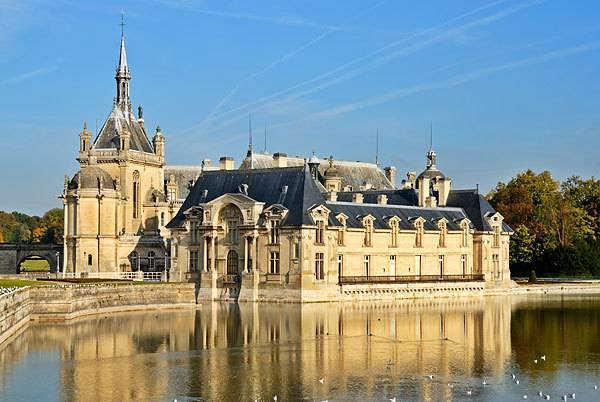 Замок Шантийи Франция фото