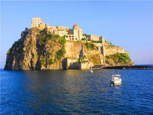 Арагонский замок Искья Италия фото