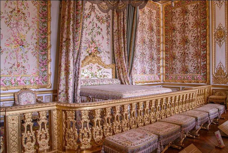 Спальня королевы Версальский дворец Франция фото