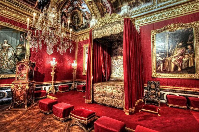 Спальня короля дворец в Версале Франция фото