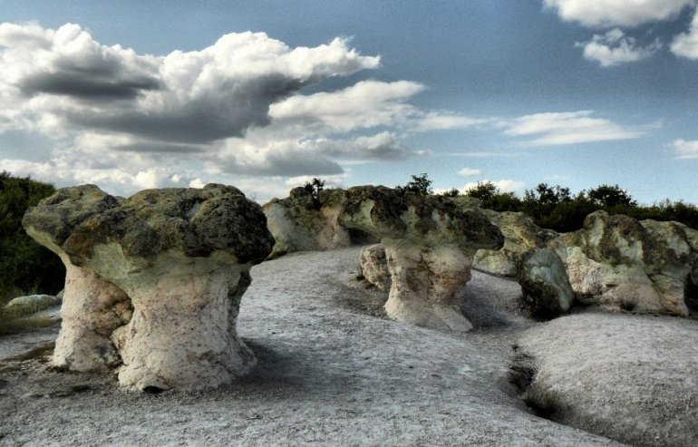 каменные грибы Бели Пласт