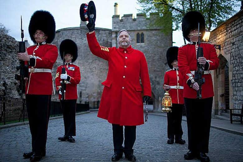 Дворцовая стража в Лондонском Тауэре