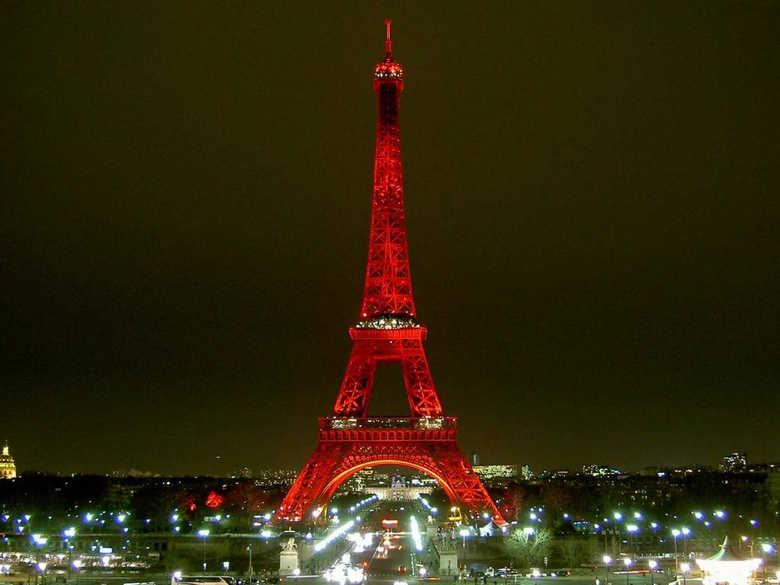 Красная Эйфелева башня фото