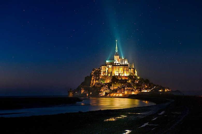 Фото Замок Мон-Сен-Мишель ночью Франция