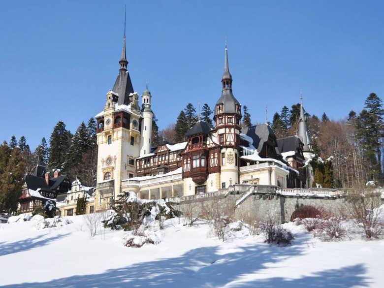 Фото Замок Пелеш в Румынии зимой