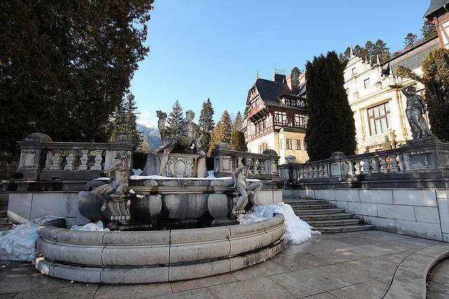 Замок Пелеш в Румынии фото