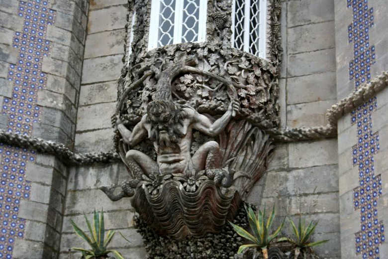 фото тритона на дворце Пена в Потругалии