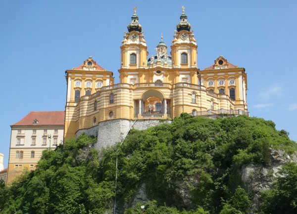 Фото аббатства в Мельке