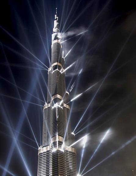 самое высокое здание в мире небоскреб Бурдж Халифа в Дубае ночью фото