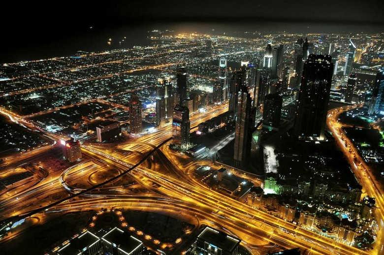 смотровая площадка небоскреба Бурдж Халифа ночью фото