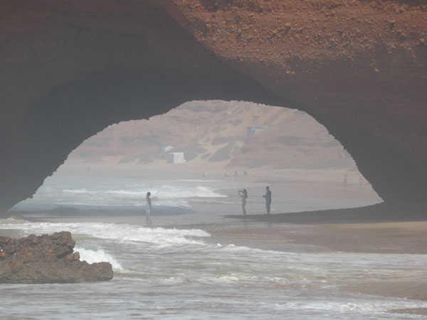 Ближайшая нога к центру пляжа Легзира