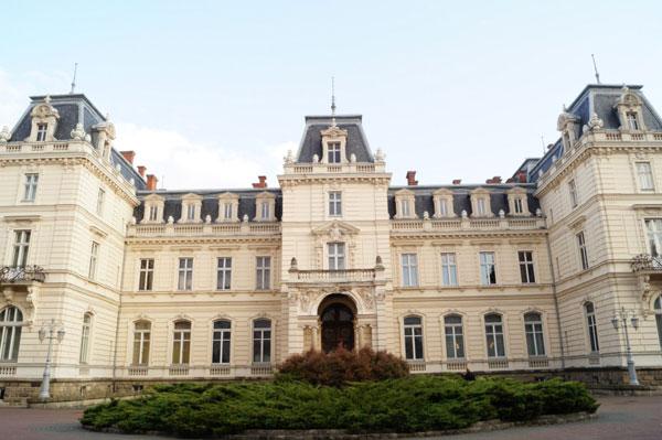 Дворец графов Потоцких