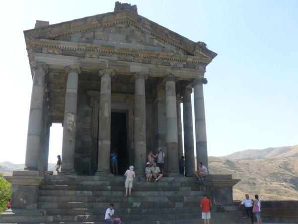 Храм в Гарни