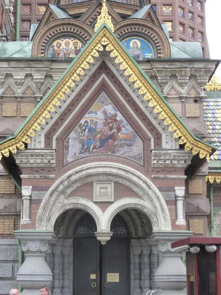 Вход в храм